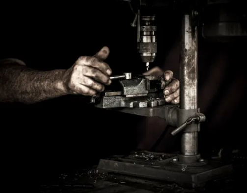 Read more about the article Pros and Cons of a machinist