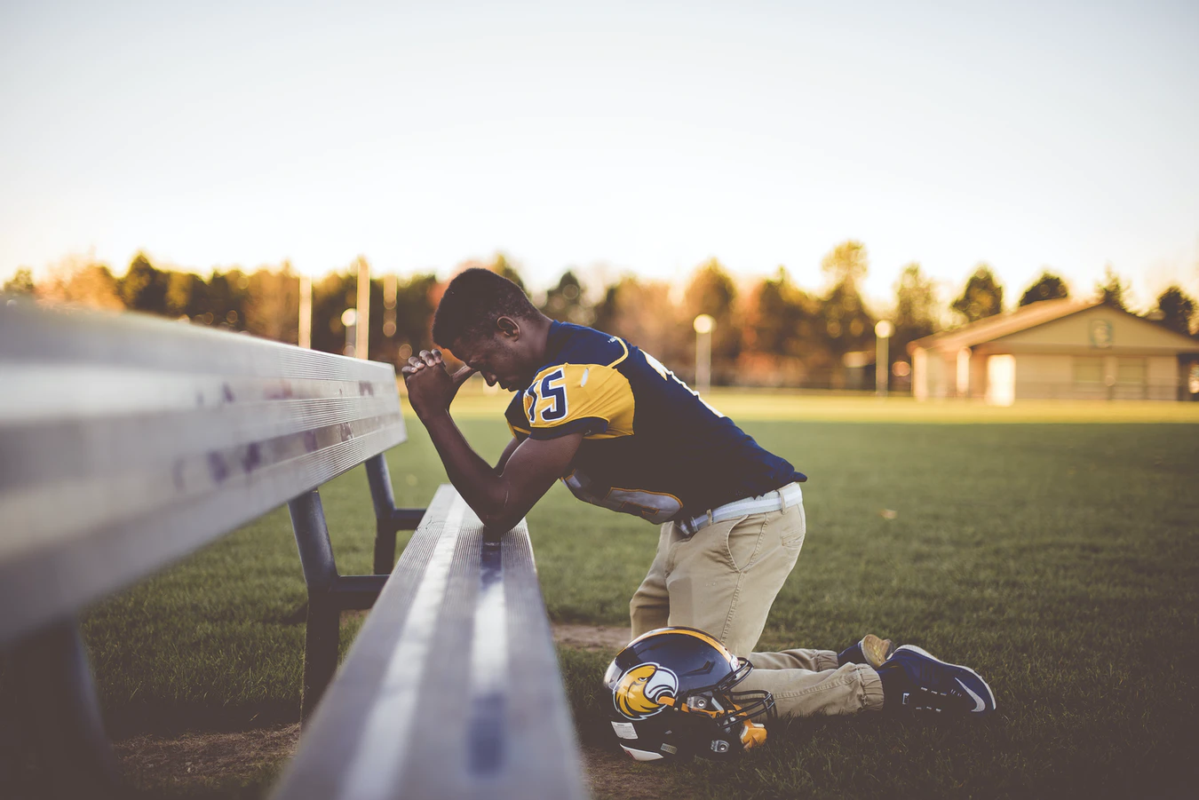 Read more about the article Pros and cons of kneeling during the national anthem