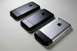 Read more about the article Pros And Cons Of iPhone